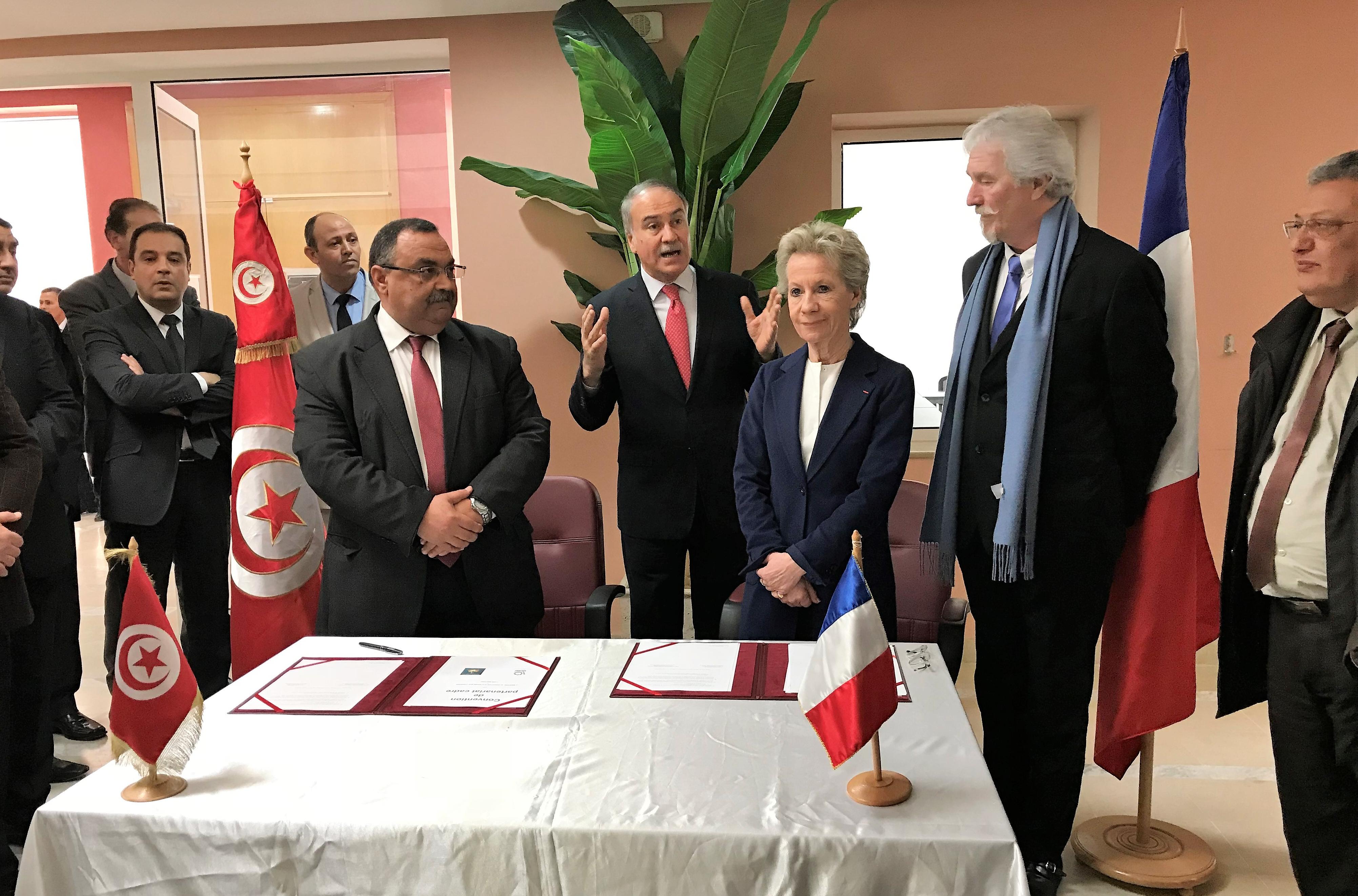 Signature d'une Convention de partenariat entre Biblionef et le Ministère de l'éducation tunisien