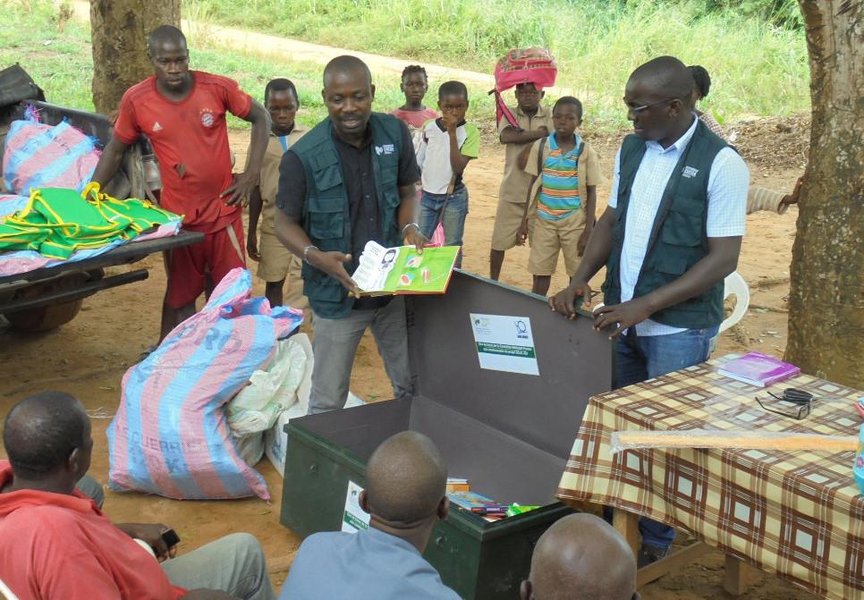 Les 5 000 livres du projet ECLIC font des heureux en Côte d'Ivoire